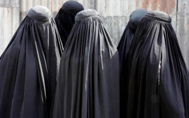 Terpaksa menyamar jadi wanita, tentera British pakai Burqa untuk lari dari Taliban