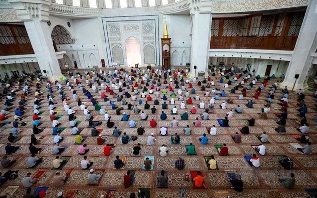 Selepas kecoh isu VIP 'booking' solat Jumaat, SOP baru bakal dilaksanakan di masjid & surau
